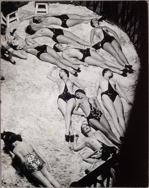 Brassaï, La cage aux fauves aux Folies-Bergères, 1932